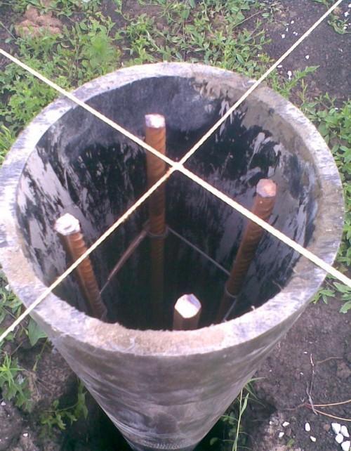 Подготовка к заливке бетона для сваи