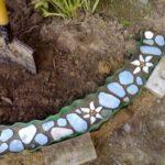 Цветные камушки в цементе