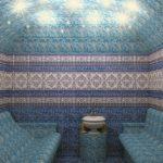 Хамам с облицовкой в голубых тонах