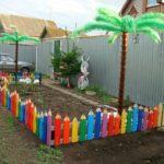 Разноцветный штакетник для палисадника