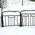 Забор из спинок металлических кроватей