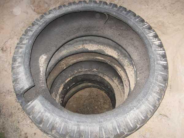 Покрышки в яме